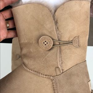 2950b4c7cac PRICE IS FIRM!!! Brand new Ugg Bailey Button II NWT